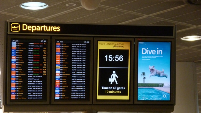 Smart Airport Wayfinding with Digital Signage